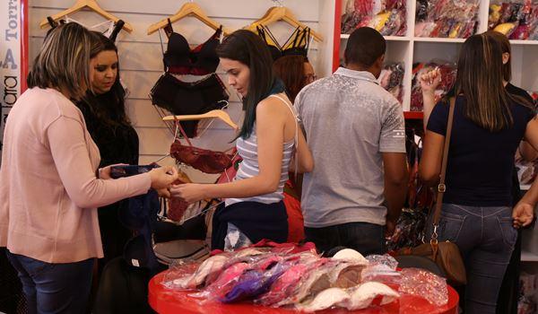Felinju Feira de Moda Íntima em Juruaia