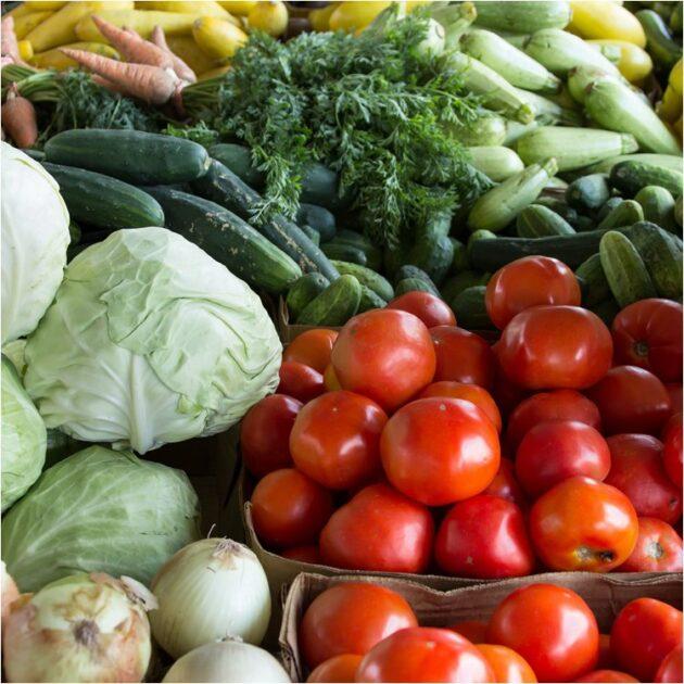 Frutas e Vegetais por Mark Stebnicki / Pexels - sortimentos.com